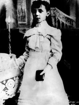 """5. """"Liesl Karlstadt como uma criança"""" (foto sem data)."""
