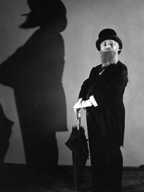 "9. ""Liesl Karlstadt em um papel de calças em ""Mädchenpensionat"""