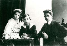 Kurt e seus irmãos, Ellen e Fritz, 1904.