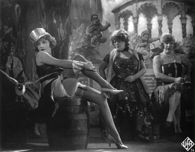 Der blaue Engel The Blue Angel Year : 1930 Director: Josef von Sternberg Marlene Dietrich, Rosa Valetti. It is forbidden to reproduce the photograph out of context of the promotion of the film. It must be credited to the Film Company and/or the photographer assigned by or authorized by/allowed on the set by the Film Company. Restricted to Editorial Use. Photo12 does not grant publicity rights of the persons represented.