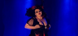 Isabel Chavarri como Delirious Fênix