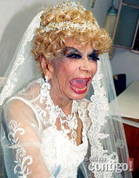 Dercy vestida de noiva em desfile de modas no Rio, em 2006.