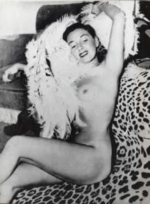 Elvira Pagã nua, foto foi distribuída como cartão de Natal