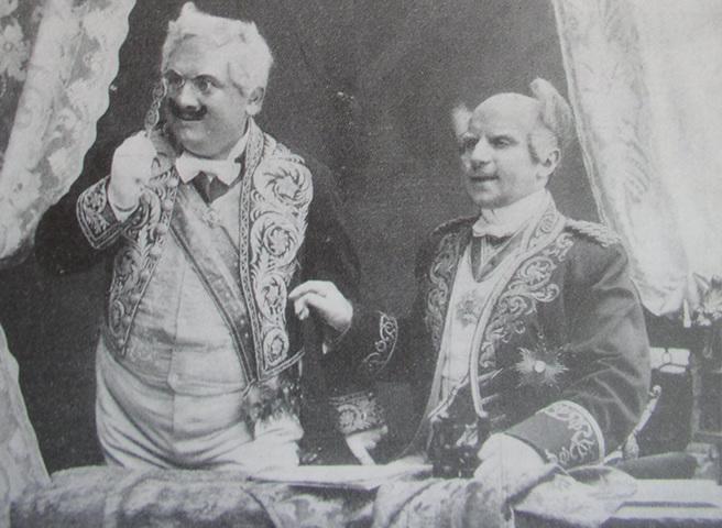 Gustav Beaurepaire (Kindermann) e Victor Arnold (Serenissimus) no palco do primeiro Schall und Rauch.