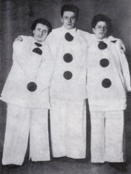 Zickel, Kayssler e Reinhardt vestidos como Pierrot